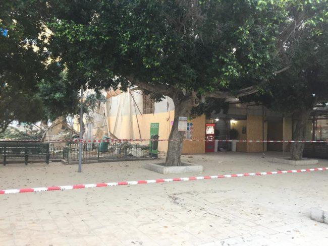 Crollo piazza Cavour, disposto lo sgombero dell'edificio