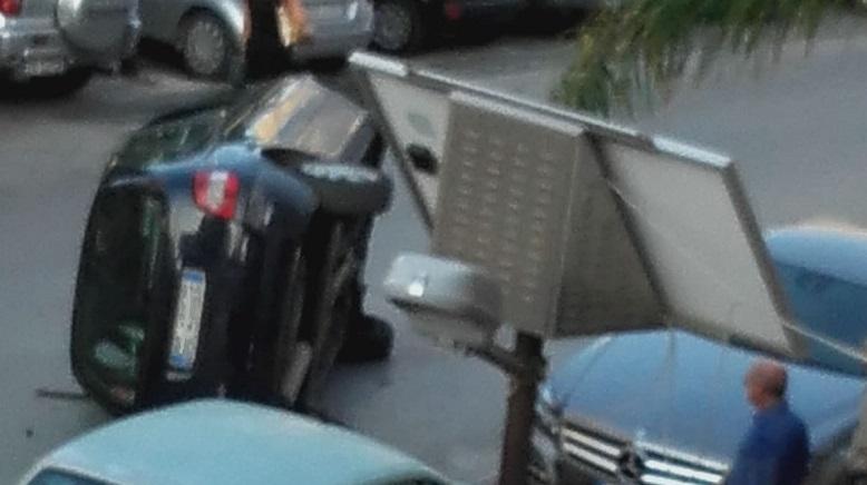 Auto cappotta in via Imera, traffico in tilt giovedì pomeriggio ad Agrigento