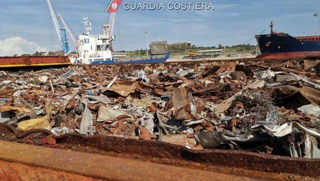 Presunto traffico di rifiuti smantellato dalla Guardia Costiera