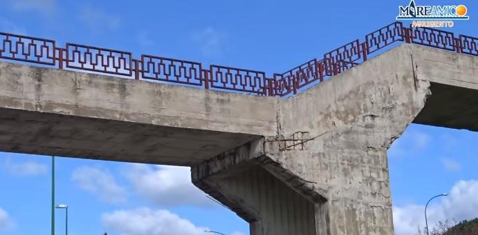 """Cavalcavia del parco Icori, la denuncia di MareAmico: """"Rappresenta un pericolo"""""""