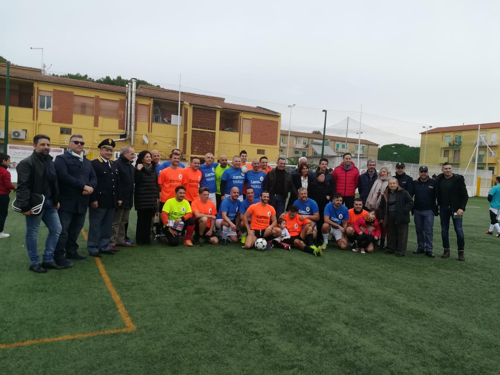 Quarto Memorial dedicato al poliziotto Alfonso Capraro, il torneo di calcio interforze è stato vinto dai carabinieri