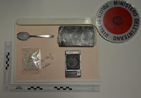 Deteneva cocaina ed hashish, nei guai ragazza di 31 anni