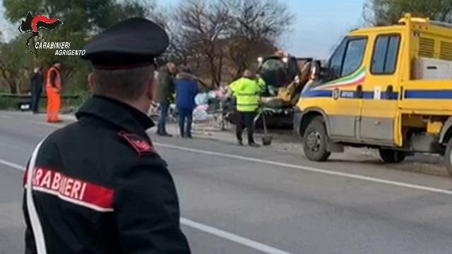 Discariche lungo le strade a Canicattì, dopo il sequestro arriva la bonifica