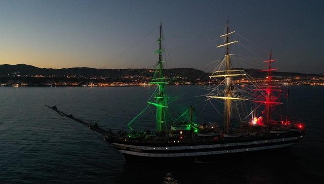 L'Amerigo Vespucci davanti le coste agrigentine
