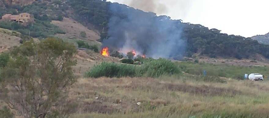 Domenica di fiamme nei pressi dell'area archeologica