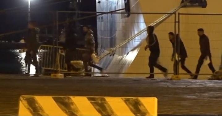 Imbarcati a Porto Empedocle 150 migranti sulla nave Rhapsody