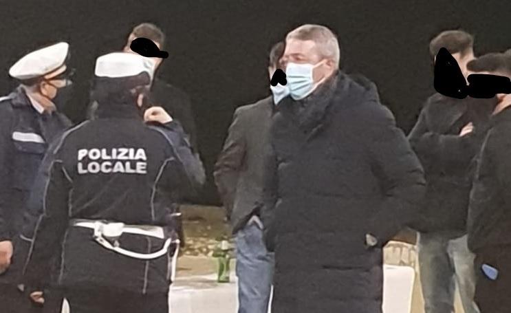 Troppi giovani in piazza Giglia, interviene il sindaco