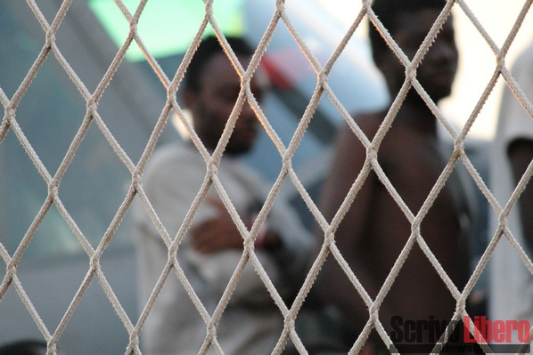 Migranti positivi alla variante Delta del coronavirus sbarcati a Lampedusa