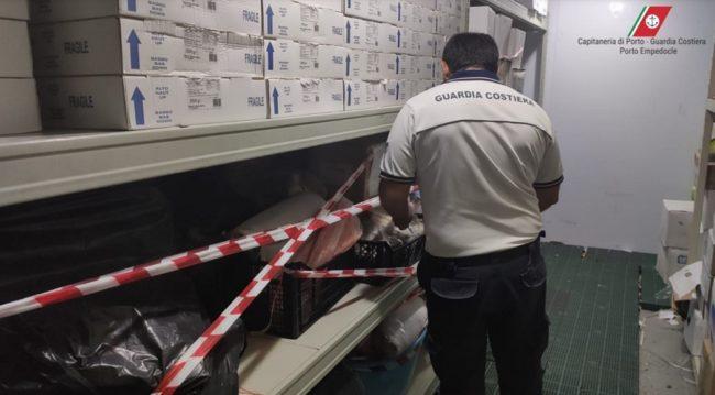 Maxi sequestro di pesce scaduto ad Agrigento